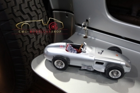 CMC Mercedes-Benz W196, Sir Stirling Moss, Signatur Edition limitiert 65 Stück + CMC Renntransporter